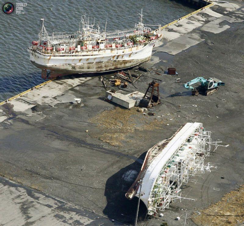 Выброшенные на берег суда, префектура Аомори.