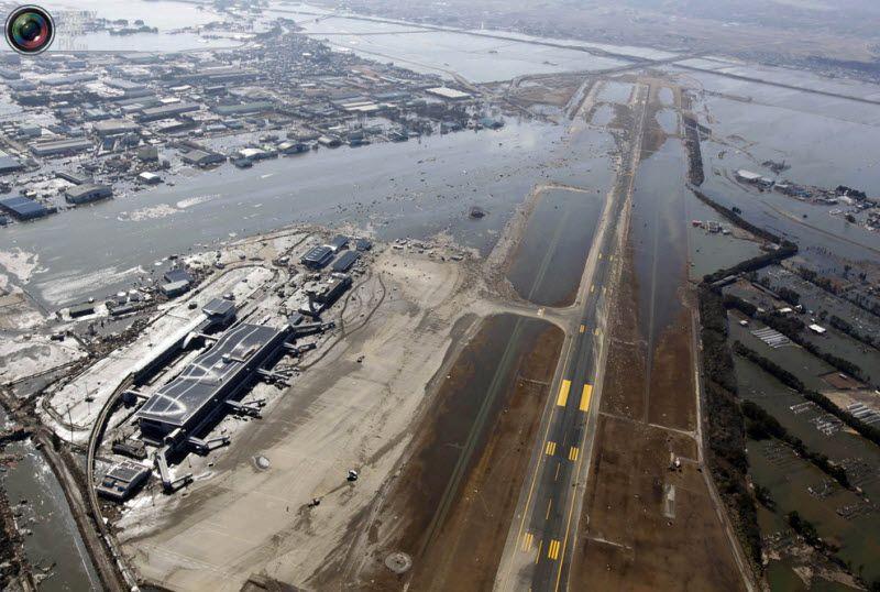 Разрушенный аэропорт Сендай.