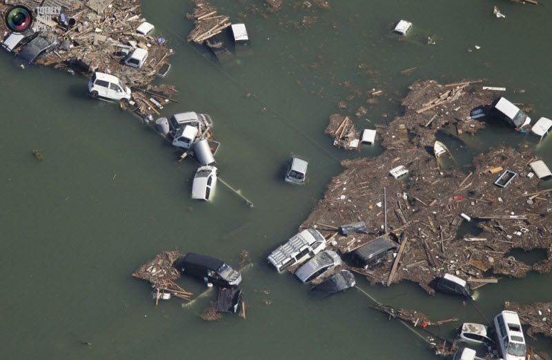 Автомобили, смытые цунами, Сендай.