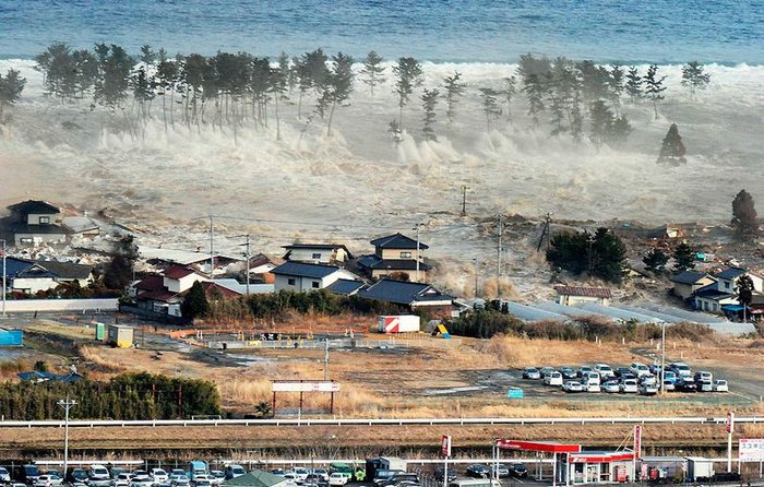 Цунами и другие последствия землетрясения в Японии (153 фото + текст)