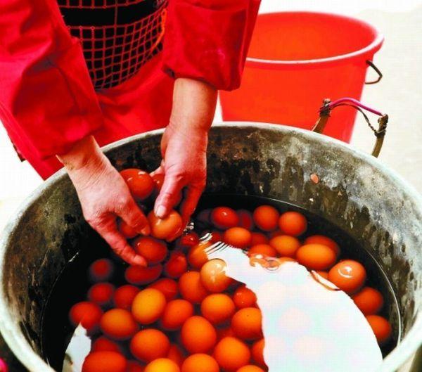 Китайские яйца в моче молодых мальчиков (4 фото)