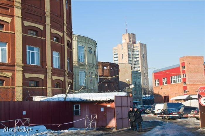 Завод интересен сохранившимися старинными газгольдерами и заводскими корпусами с перекрытиями инженера В. Г. Шухова. Фото 2011 года: