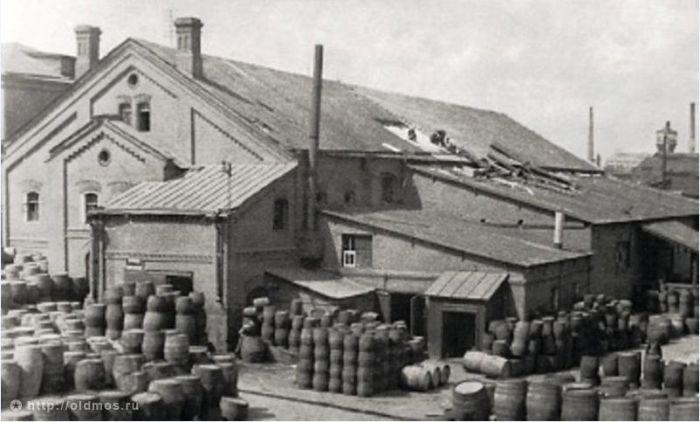 8. Винзавод. Тогда еще производил различный алкоголь Фото 1929 года: