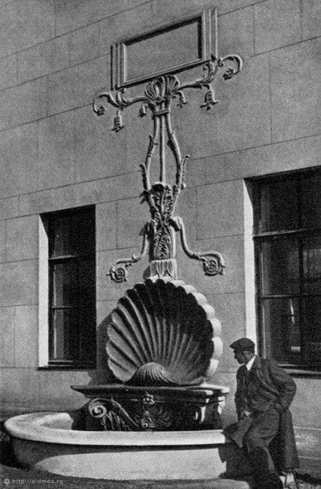 14. Фонтан на Яузском гидроузле. Фото 1940 года: