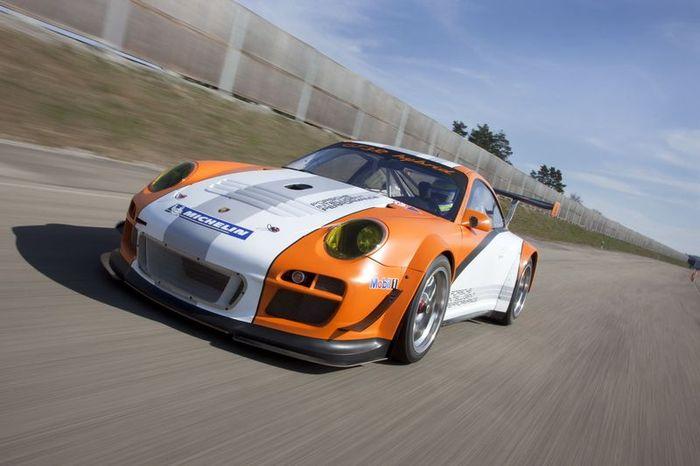 Гибридный гоночный супер-кар Porsche 911 GT3 R (18 фото)
