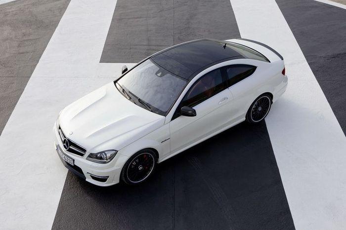 Mercedes-Benz представили новое купе C 63 AMG (41 фото+2 видео)