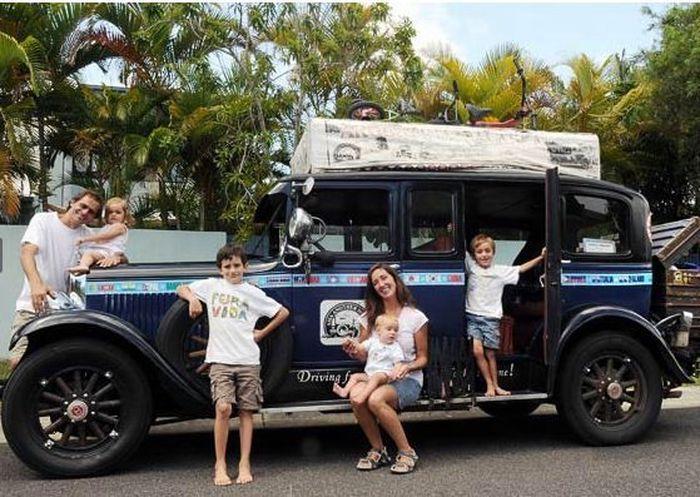 Путешествие вокруг света на 83-летнем авто (20 фото)
