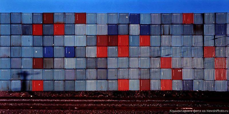 18.Контейнеры для перевозки (Shipping Containers)<br>  2000 год.