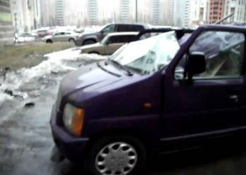 Глыба льда угробила машину