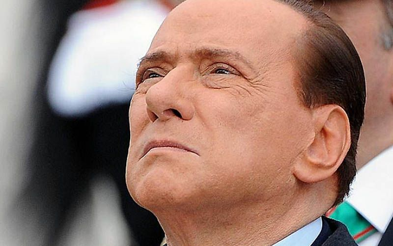 24. Берлускони отрицает обвинения в оплате сексуальных услуг 33 женщин, заявив, что в его возрасте такие амурные подвиги ему уже не по силам. Он утверждает, что девушки были просто гостьями на обедах, которые он проводил в своей вилле.