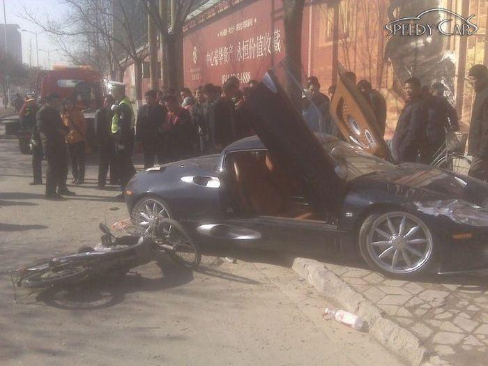 В Китае разбили Spyker C8 Spyder (22 фото)
