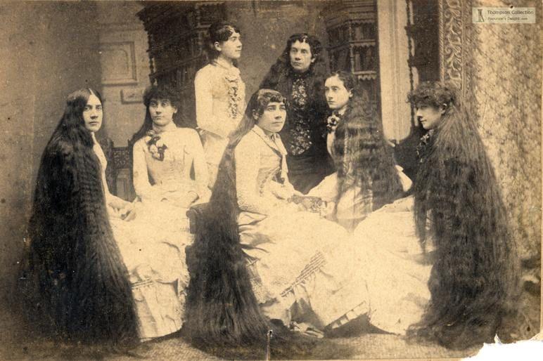 """Сестры Сазерленд- самые знаменитые девушки с длинными волосами. Они были настоящими """"звездами"""" и нажили огромное состояние, показывая свои волосы и зарабатывая на рекламе, что было новинкой в 19 веке.  Они даже перегнали по заработкам Барнума и Бейли, в цирке которых сначала показывали свое шоу."""