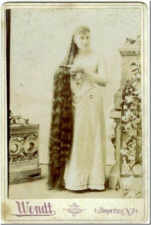 В дни, когда самодельные лекарственные средства и знахарство процветали, они запустили настоящий мировой маркетинг средств ухода за волосами.