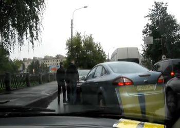 Дорожные разборки двух мужиков