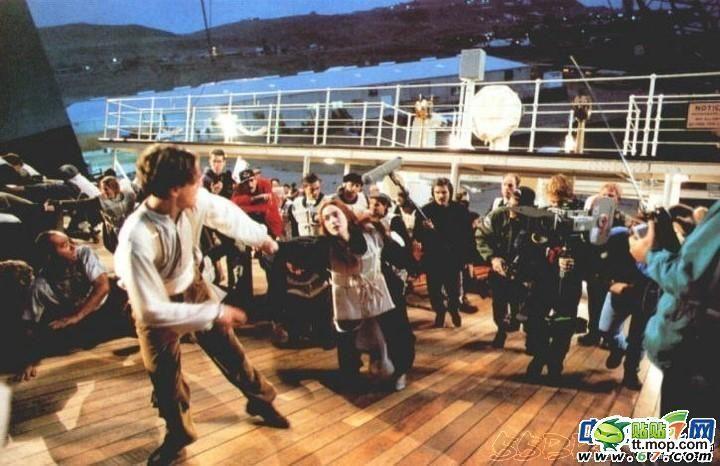 """На съемочной площадке """"Титаника"""", """"Леона"""" и """"Аватара"""" (44 фото)"""