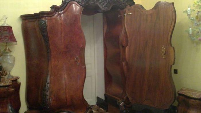 Шкаф с секретом (4 фото)