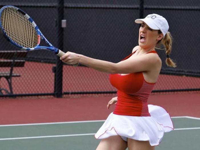 Jordan Carver играет в теннис (15 фото)