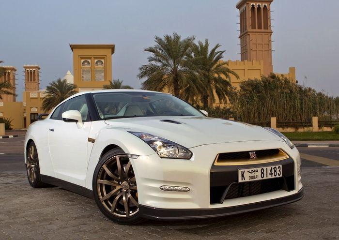 Nissan GT-R с золотой отделкой будет продаваться в арабских странах (8 фото)