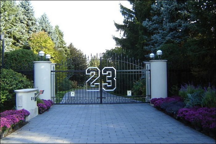 Дом баскетболиста Майкла Джордана выставлен на продажу (8 фото)