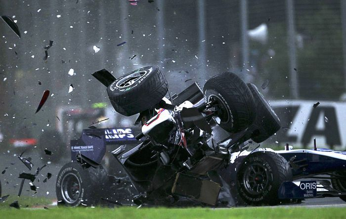 Аварии в авто-мотоспорте (16 гифок)