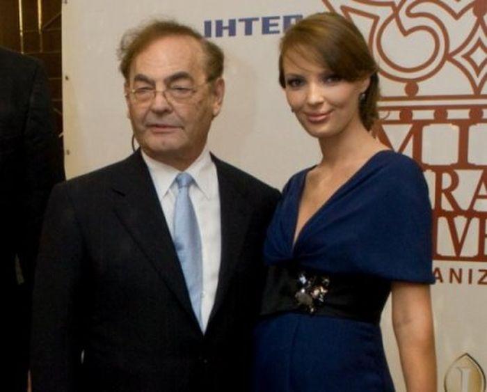 Мисс Вселенная родила дочку 76-летнему миллиардеру (3 фото)