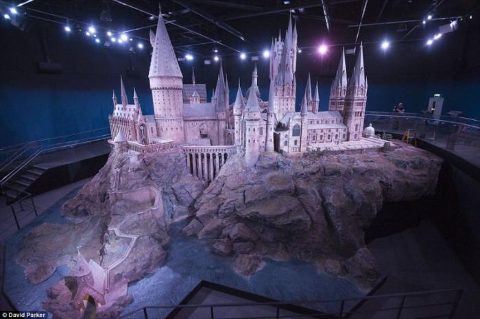 Как снимали Замок Хогвартс (4 фото + 1 видео)