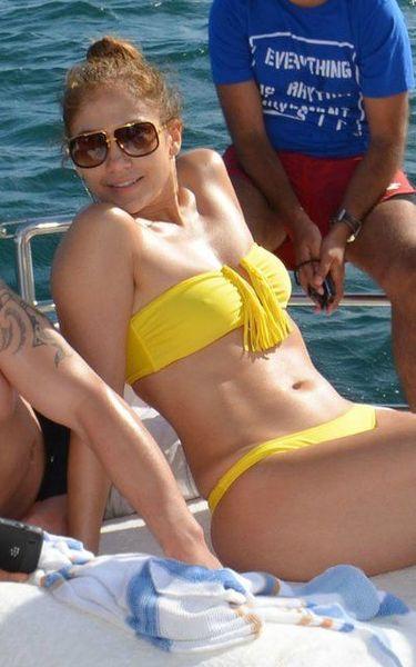 Дженнифер Лопес в бикини (7 фото)