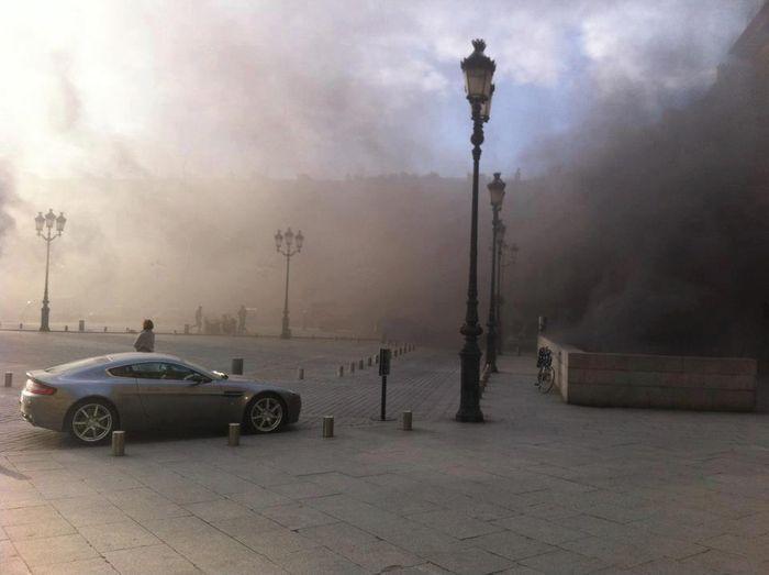 В центре Парижа загорелась стоянка дорогих автомобилей (12 фото+видео)