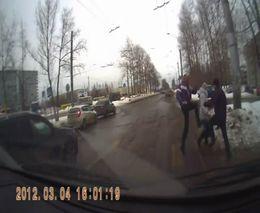 Драка пешехода и водителя