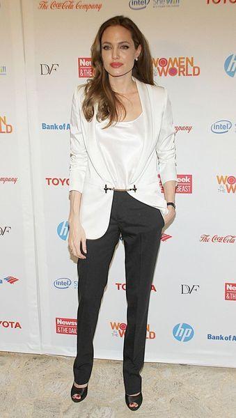Анджелина Джоли как всегда прекрасна (9 фото)