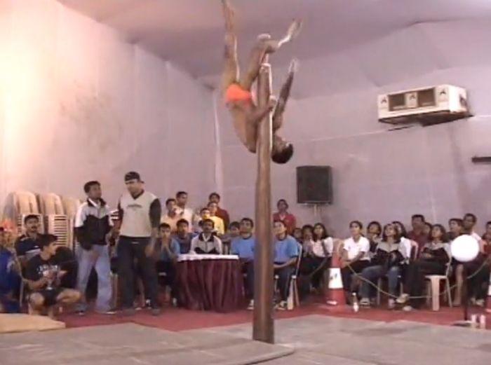 Индийский национальный шестовой вид спорта (4 видео)