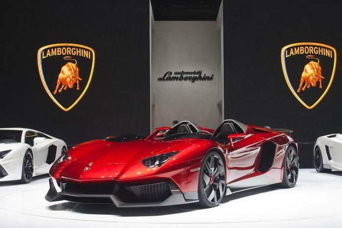 Cпидстер Lamborghini Aventador J продали за 2,1 млн. Евро (18 фото)