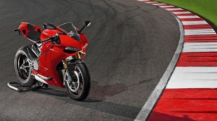 Эволюция спортивных мотоциклов Ducati (851-1199) (11 фото)