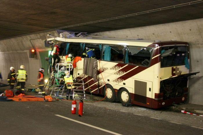 В аварии в Швейцарии погибли 28 человек (24 фото+2 видео)
