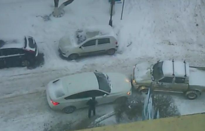 Пьяный водитель BMW GT устроил драку (4 видео)