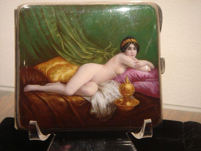 Портсигары 19-го и начала 20-го столетия с эротическими картинками (41 фото)