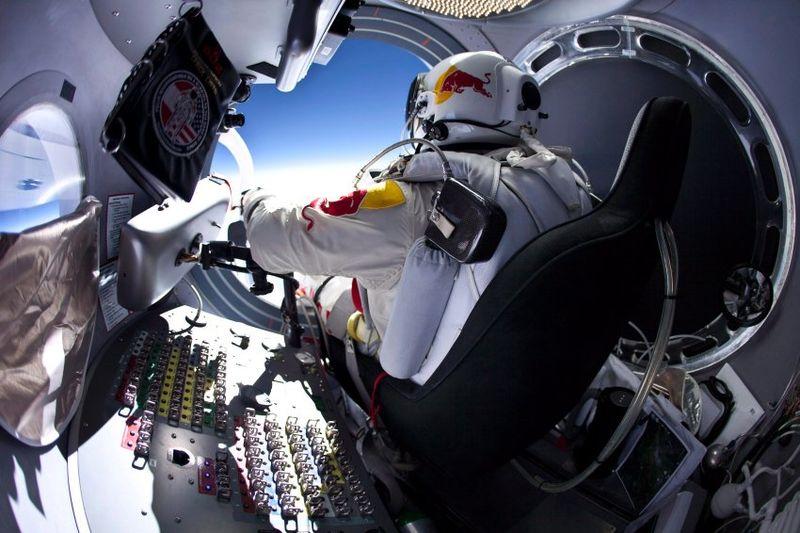 Пробный прыжок с высоты 22 км (4 фото)