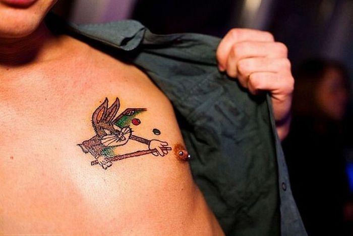 Странные татуировки (42 фото)