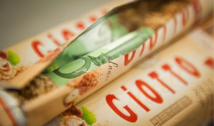 Как надо прятать деньги (9 фото)