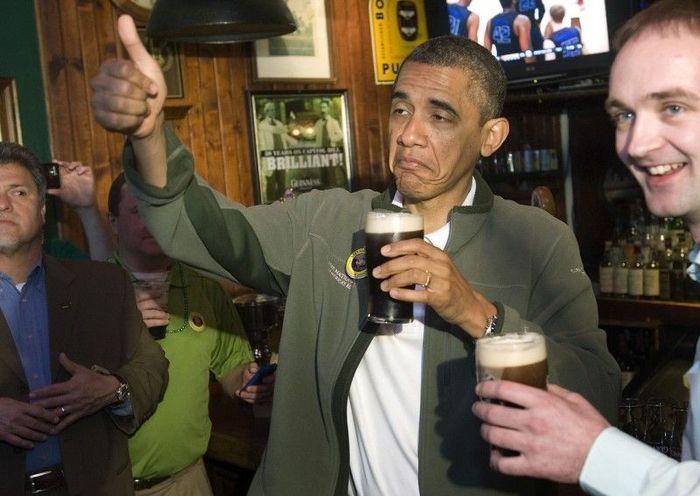 Обама отметил День святого Патрика пивом в пабе (5 фото)