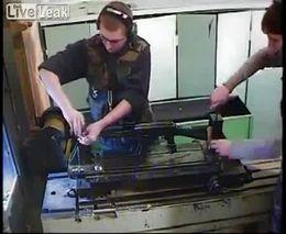АК-47 vs М-16