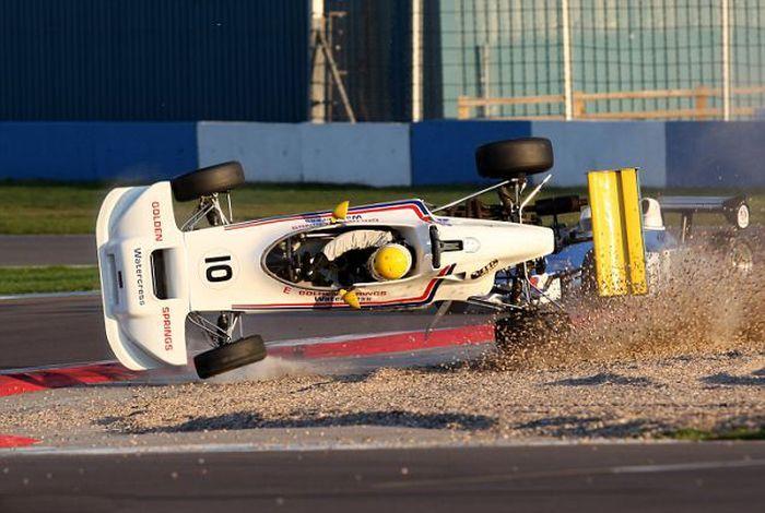 Страшная авария на гонках (11 фото)