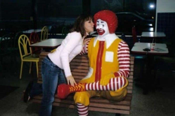 Клоун Рональд толкает людей на разврат (19 фото)