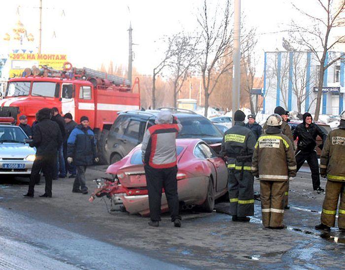 Серьезная авария в Самаре с участием автомобиля Jaguar (10 фото+2 видео)