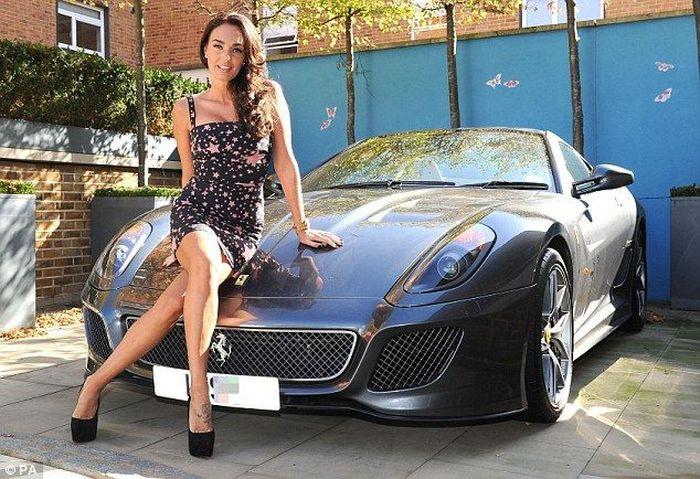 Дочь хозяина Формулы 1 снялась в фотосессии с Ferrari (4 фото)