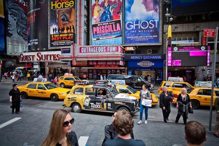 Вокруг света на черном лондонском такси (17 фото)
