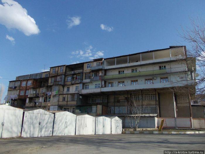 Нахичевань - город удивительных балконов (30 фото)
