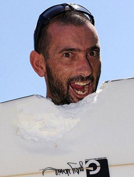Нападение акулы на серфингиста (3 фото)