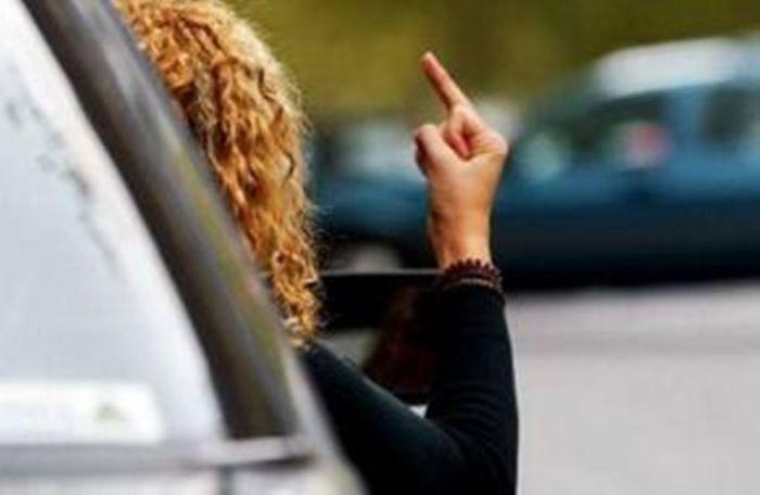 Самые агрессивные водители - владельцы компактных авто (текст)