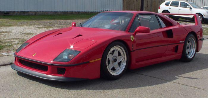 Ferrari F40 с пробегом в 6699 миль продают на аукционе (14 фото)